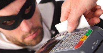 Эксперты рассказали о самых распространенных методах краж денег с банковских карт